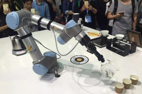 工业机器人的灵活性是由什么因素决定的?众所周知,最重要因素就是轴数。
