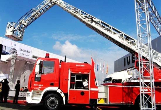 随着传感器技术的发展,抗震救灾所需要用到的消防车云梯的智能化水平也在提高。