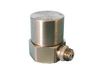 压电元件一般由两块压电晶片组成。在压电晶片的两个表面上镀有电极,并引出引线。在压电晶片上放置一个质量块,质量块一般采用比较大的金属钨或高比重的合金制成。