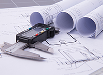 扭矩测量技术是综合应用机械、电子、物理、计算机等多方面知识的一门学科.实现扭矩测量需要解决传感器、能量供给和信号传输三方面的问题,其中传感器的准确度是关键技术问题之一。