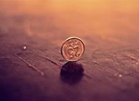 随着自动投币机的广泛使用,社会上一些不法分子该意地研究现有硬币的形态、材质,并依此制造出能以假乱真的伪币