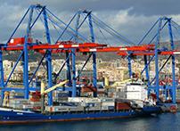 称重传感器在吊臂上有固定式与旋转式的,起重量一般从数百吨至数千吨这样大的运输量,现在港口货物的运输有了浮吊船变的很是便捷。