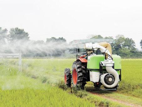 随着农业技术的发展,大规模和机械化作业逐渐成为一种趋势。田间施药作为农业日常管理中重要的一个环节,也开始广泛采用机械自动喷洒的方式,不仅节省人力而且安全高效。