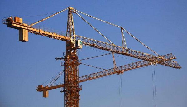 随着建筑业的发展,建筑施工的机械化程度逐年提高,塔式起重机(简称塔机)作为一种能够实现垂直和水平运输物料的机械,特别是因其起升高度高、起升重量大、工作幅度大等特点,在建筑业得到了广泛的应用。