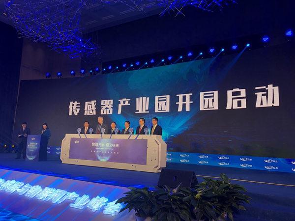 据报道,10月16日,在徐州举行的2018国际传感器与物联网产业峰会上,徐州市宣布,推出总规模30亿元人民币的传感器产业投资基金。