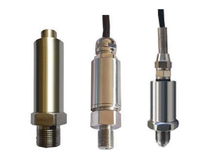 压阻式压力传感器是利用单晶硅的压阻效应而构成。采用单晶硅片为弹性元件,在单晶硅膜片上利用集成电路的工艺,在单晶硅的特定方向扩散一组等值电阻,并将电阻接成桥路,单晶硅片置于传感器腔内