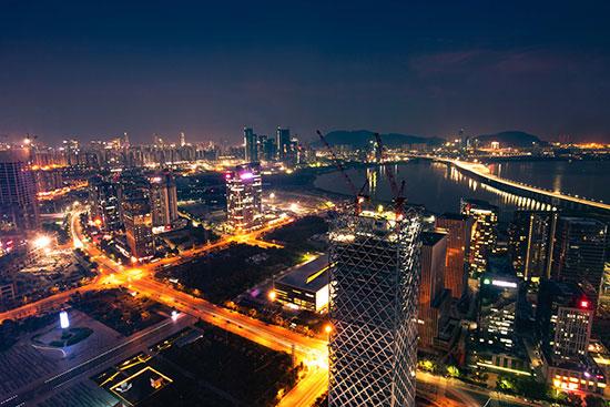 近日,《南方电网公司关于服务粤港澳大湾区发展的重点举措》(以下简称《26条重点举措》)在北京发布。粤港澳大湾区建设为能源电力发展带来了巨大机遇,也提出了高质量发展的新要求。