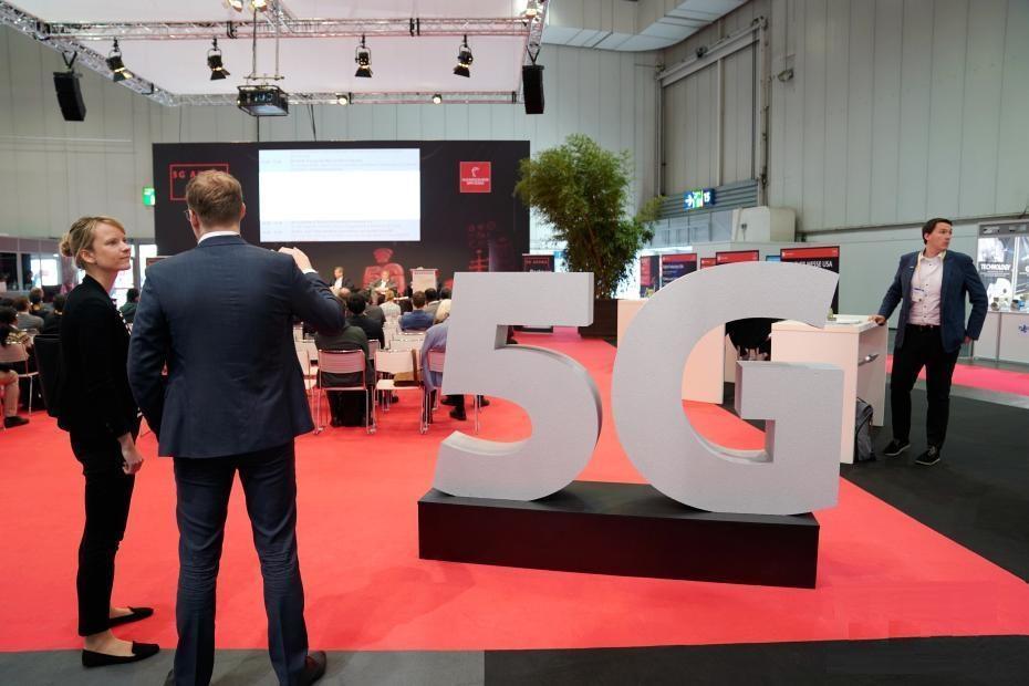 """以""""融合的工业——工业智能""""为主题的2019年汉诺威工业博览会(工博会)于4月1日至5日举行。来自75个国家和地区的约6500家参展商将齐聚德国中部城市汉诺威,集中展示全球工业数字化转型等最新技术成果。"""