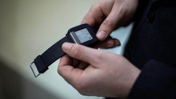 内置PPG和ECG传感器的腕表.jpg